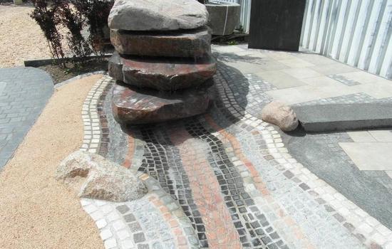 Gestaltung mit Stein und Holz